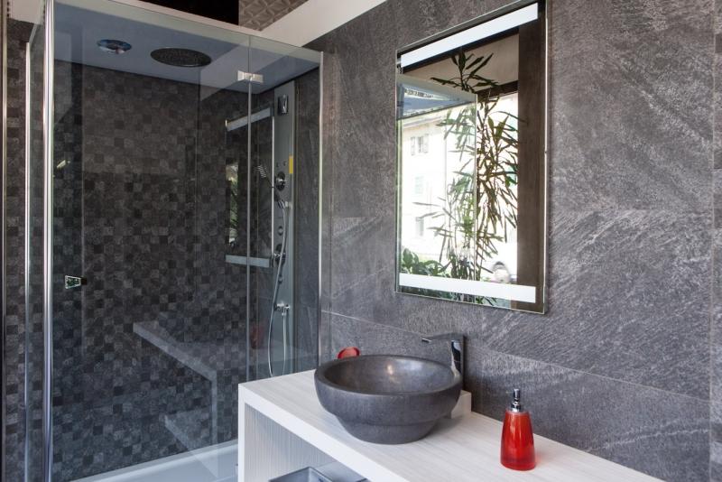 Imperdibili offerte in showroom su mobili da bagno, box doccia, ceramiche, legno, laminato ...e molti altri articoli !